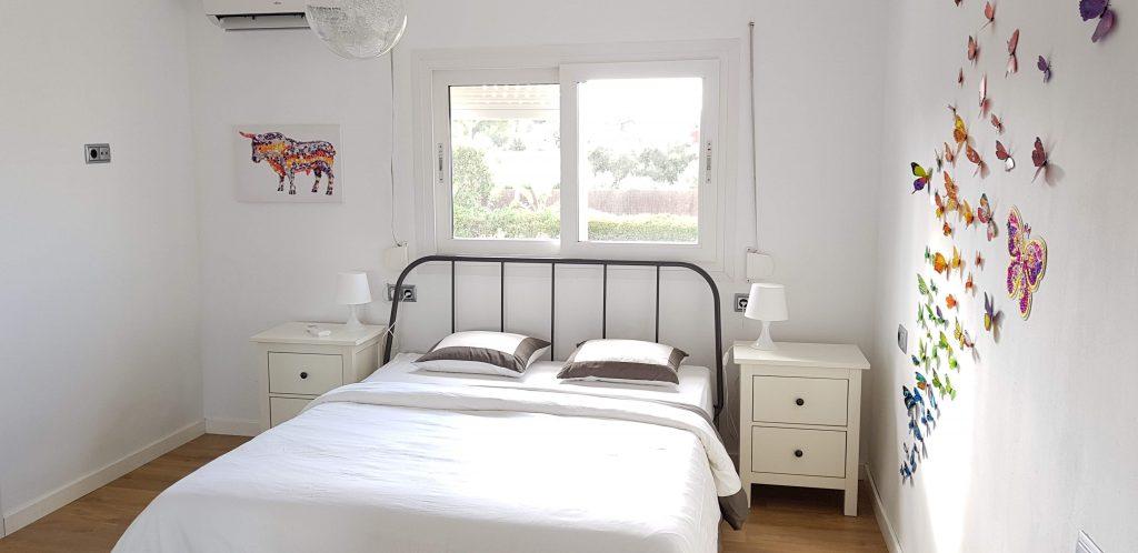 Schlafzimmer Bad mit Badewanne – Mallorca Bahia Azul